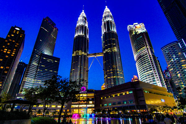 Pertronas Towers bei Nacht.