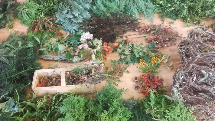 Herbstschätze zum Kränze binden