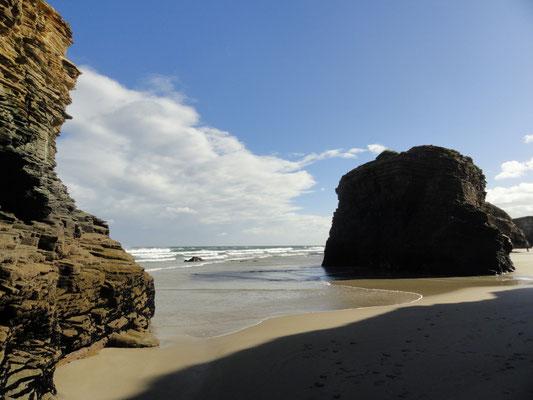 Praia das Catedrais oder Playa de las Catedrales