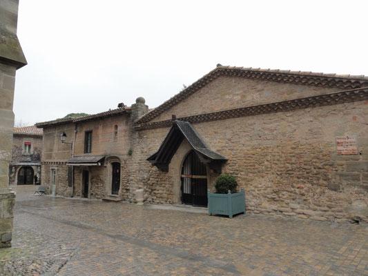 Carcassonne - Gasse bei der Basilika