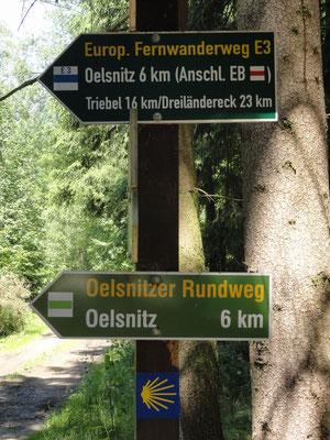 Hartmannsgrün - Wegweiser mit Europäischem Fernwanderweg E3