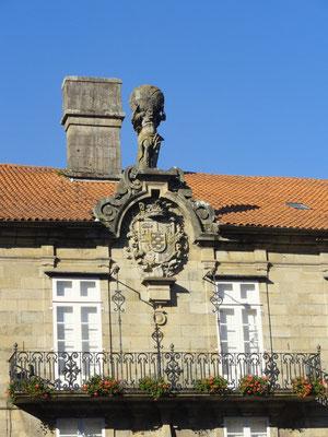 Santiago - Pazo Bendana mit Statue Atlas