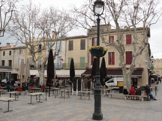 Aigues-Mortes - Place Saint Louis
