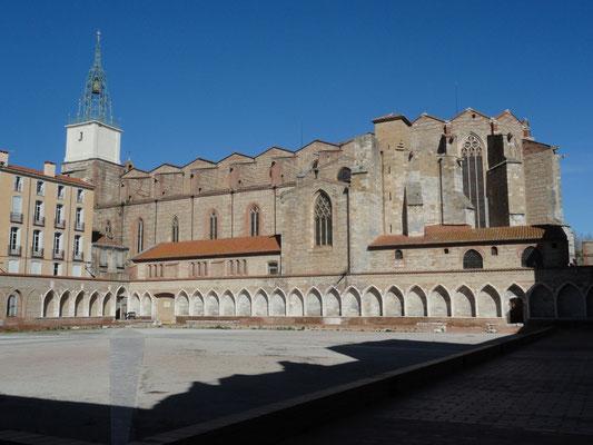 Perpignan - Campo Santo mit Kathedrale im Hintergrund
