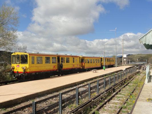 """Font-Romeu Odeillo Via - Bahnhof mit """"Train Jaune"""""""