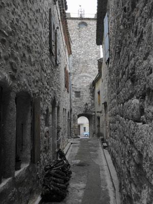 Argeliers- Gasse beim Château-Fort primitif
