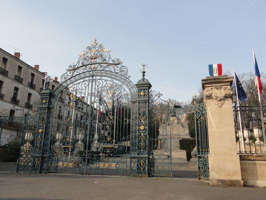 Béziers - Boulevard de Verdun Monument aux Morts