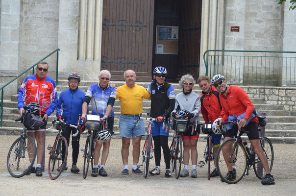 de gauche a droite Bernard, Pierrot, Bernard,Thierry, Jean-René,Sylvie,Régis,Keith