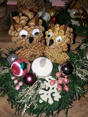 Weihnachts Eulen aus Kiefernzapfen