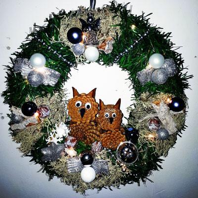 Türkranz mit Weihnachts Eulen aus Kiefernzapfen