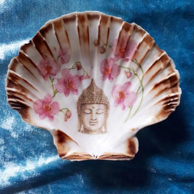 Venusmuschel/ Serviettentechnik Buddha
