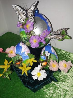 Gipsei mit Schmetterling.Vogel und Blumen