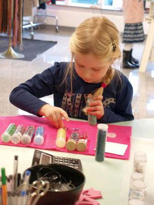 Kindergeburtstag Indoor Düsseldorf für Mädchen basteln