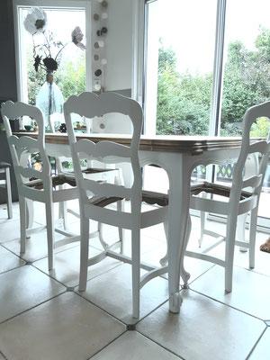 #Après Nouvelle vie de Chateau pour cette table et chaises façon Interior's couleur Craie pour le piètement et plateau bois brut. Réalisation Déco & Corinnerie(s) pour M. Mme J.