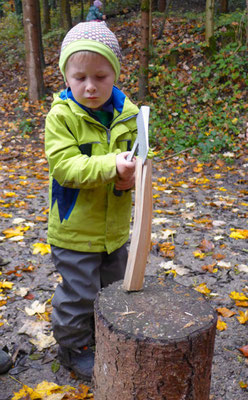 Holz hacken.