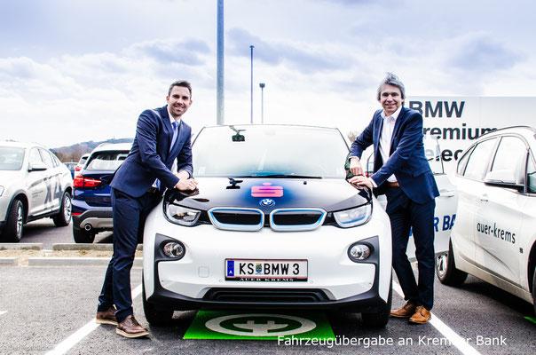 Fahrzeugübergabe an Kremser Bank