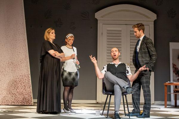 Als Figaro in Figaros Hochzeit, Susanna: Clara Maria Kastenholz, Graf: Cornelius Lewenberg, Gräfin: Lisa Ziehm, Opernakademie Bad Orb (c) Gerd Heinzl