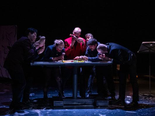 Suicide Machinery (Tania Rubio), u. a. mit Tina Josephine Jaeger, Jana Markovic, Yongcheol Kim; Landestheater Linz (c) Adi Hanusch