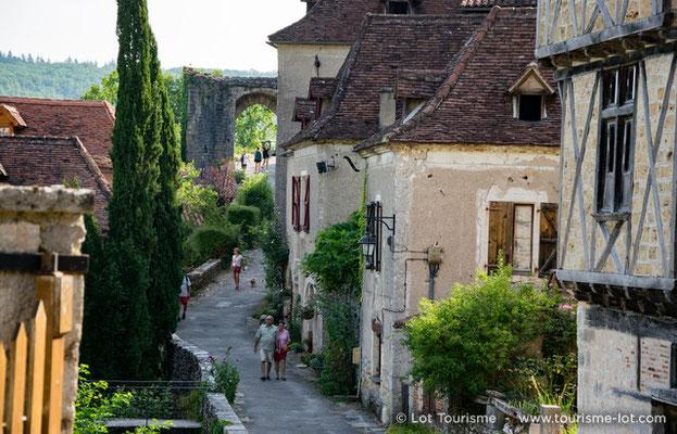 Rue de la Pélissaria à Saint-Cirq-Lapopie | © Lot Tourisme - C. Novello