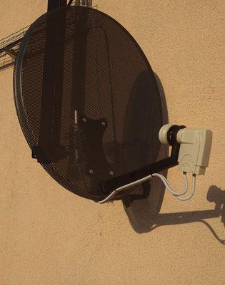 Подключили кабель к спутниковой антенне
