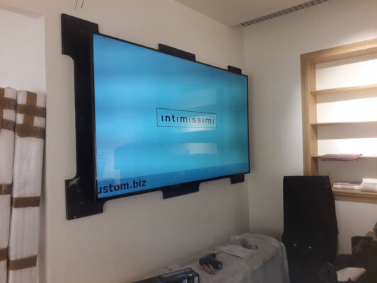 Монтаж телевизора в магазине Intimissimi