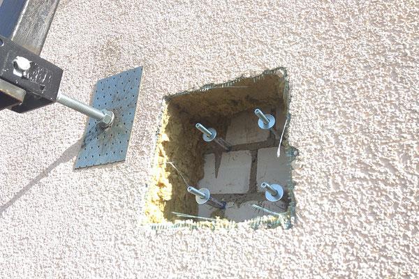 Шайбы на шпильке гарантируют надежную установку кронштейна для спутниковой антенны