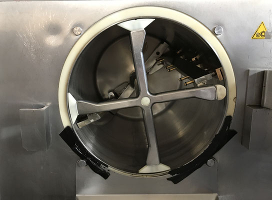 EisMaschine kühlt das fertige Eis auf ca. -12 Grad runter