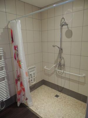 salle de bains accessible aux PMR