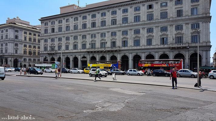 Sightseeing Busse in Nähe zum römischen Hauptbahnhof