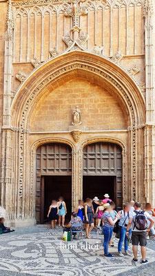 Eingang an der Ostseite zur Kathedrale La Seu