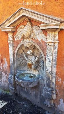 ein Nasoni Trinkwasserbrunnen