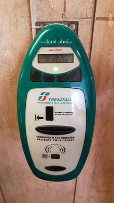 Stempelautomat zum Entwerten der Fahrscheine