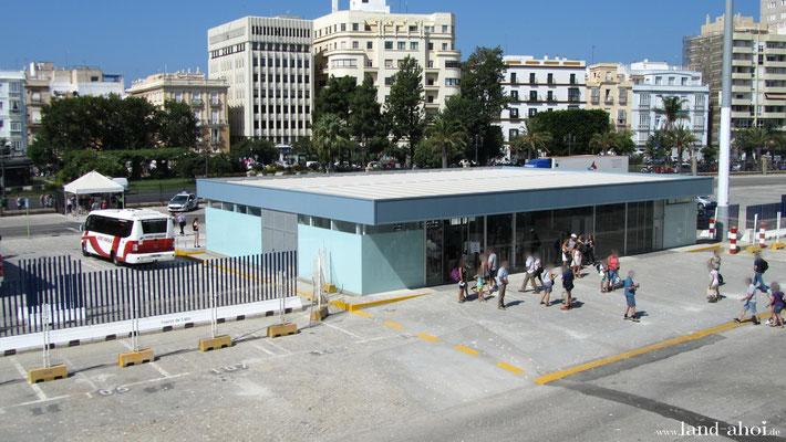 Cadiz Liegeplatz Muelle Ciudad