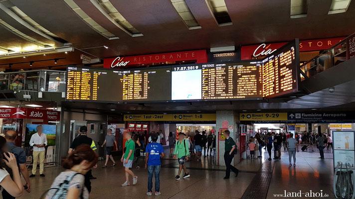 Roma Termini - rechts halten für die Bahnen zurück nach Civitavecchia