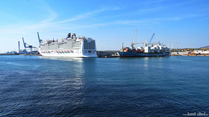 Civitavecchia Kreuzfahrthafen Pier 25 mit Norwegian Epic