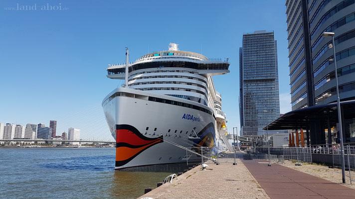 Rotterdam Liegeplatz mit AIDAperla