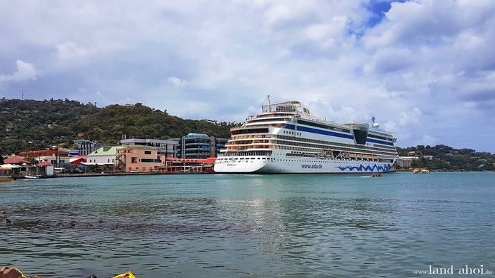 Liegeplatz Queen Elisabeth II Dock mit AIDAdiva