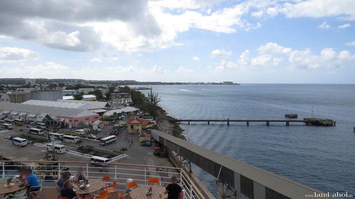 Barbados Hafen und im Hintergrund die Carlisle Bay