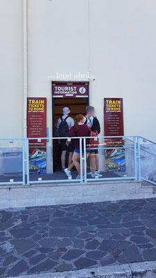 Ticketshop am Bahnhofsgebäude