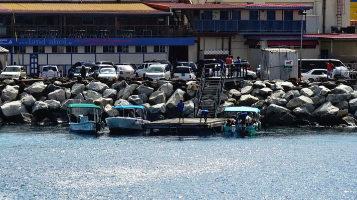 Grenada Wassertaxi am Liegeplatz der Kreuzfahrtschiffe