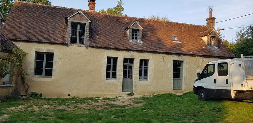 Façade entièrement restaurées, enduit de chaux aérienne et hydraulique sable local (image)