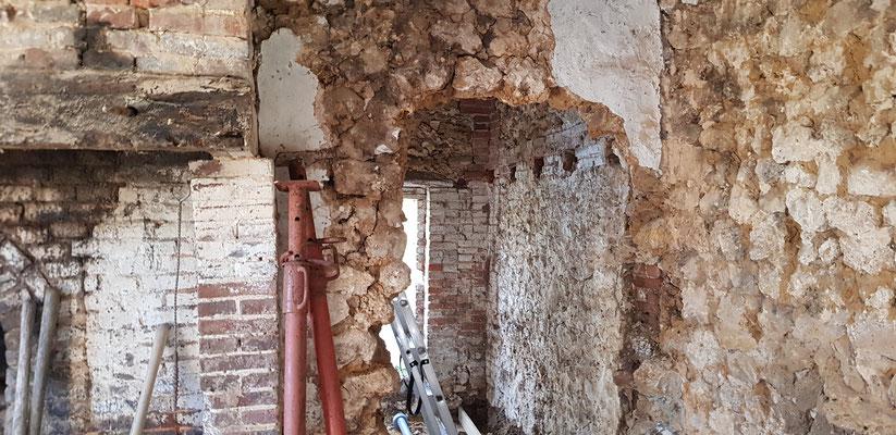 Pendant les travaux, ouverture porte accés futur escalier