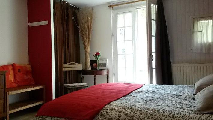 chambre double rez de chaussée avec wifi Brissac