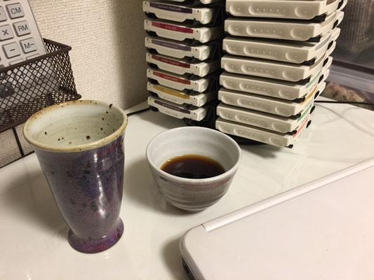 朝はコーヒー、夜はビールと大切なマイカップです。大垣生徒さんのご主人が焼かれた器です。。。