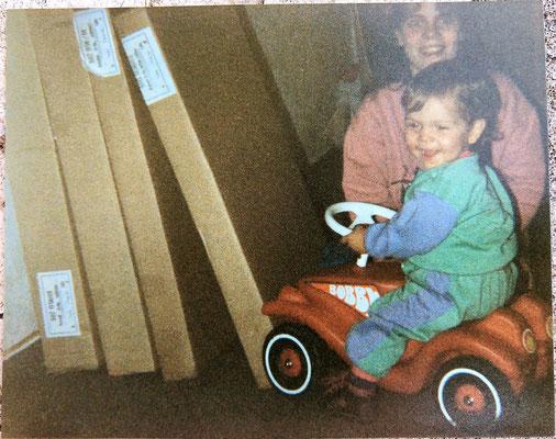 Kevin und sein Bobbycar, auch er war früh ein Autonarr.