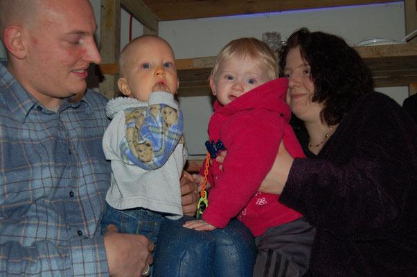unser ältester Freund Stefan und Birgit unsere Nachbarin. Die Kinder verstehen sich schon prächtig