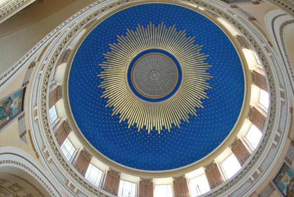 Charakteristische Kuppel  der Karl-Borromäus-Kirche