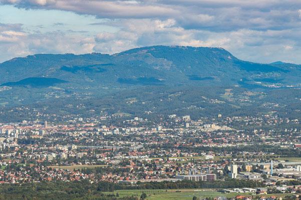 Graz mit Schöckl im Hintergrund