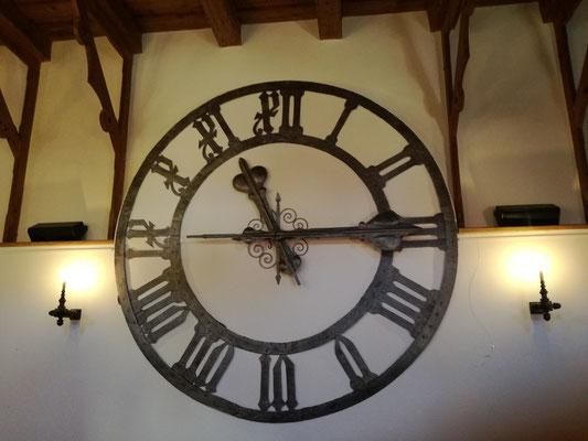 Uhr im Planetensaal