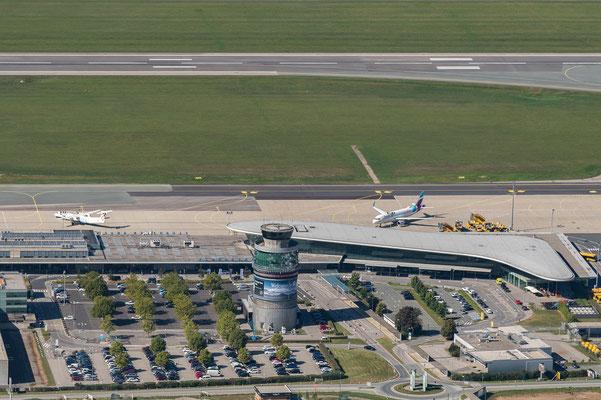 Flughafen mit Tower